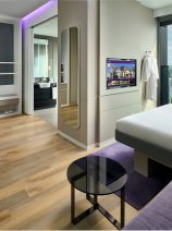 YOTEL Singapore First Class Queen cabin