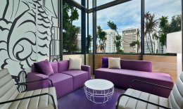 YOTEL Singapore Komyuniti lounge area