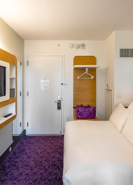 YOTEL New York Premium Queen cabin